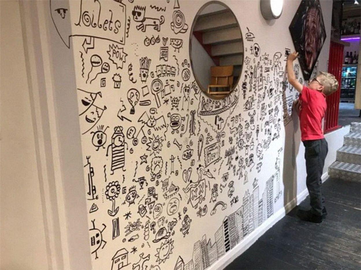 doodle-boy-decorates-restaurant-joe-whale-7-5dbfd6dd01a6b__700